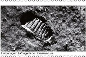 Pegada de Armstrong na Lua vira selo comemorativo