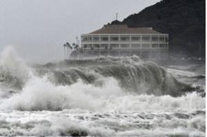 Forte tempestade tropical aproxima-se do oeste do Japão