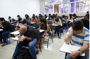 Encceja é aplicado neste domingo em 611 municípios brasileiros