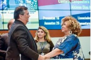 Em homenagem na Assembleia, Alcione e Flávio Dino destacam defesa da pátria e da cultura