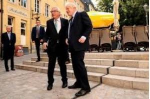 UE mantém posição firme sobre Brexit; Reino Unido quer intensificar negociação