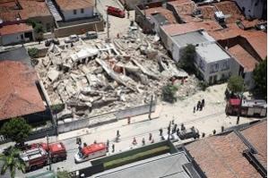 Bombeiros confirmam quinta morte em desabamento em Fortaleza
