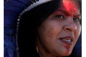Sônia Guajajara pressiona UE a bloquear acordo com Brasil por mortes de indígenas