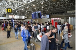 Feriado prolongado movimenta estradas e aeroportos em todo país