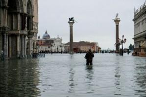 Maré alta volta a inundar Veneza