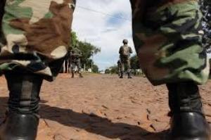 Membros do PCC escapam de prisão paraguaia; cerca de 75 presos fogem por meio de túnel