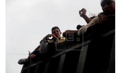 El Salvador permite entrada de 1.235 hondurenhos em meio a crise migratória
