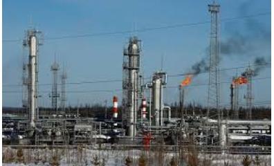 Petróleo sobe com sinais de aperto na oferta mundial