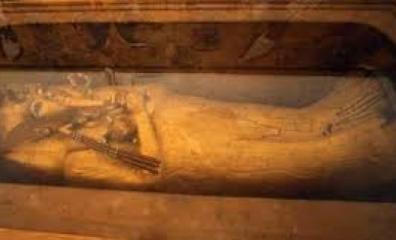 Sarcófago de ouro de Tutankhamon está sendo restaurado pela primeira vez