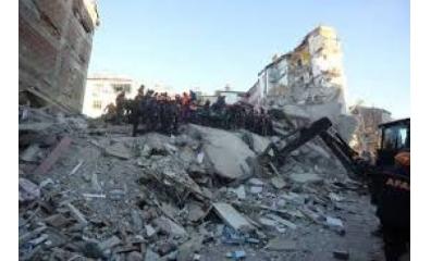 Terremoto na Turquia mata pelo menos 22, equipes de resgate buscam sobreviventes