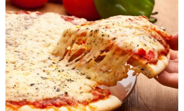 Pizza Grande 35 cm Escolha entre os sabores de R$ 28,00 por R$ 19,60